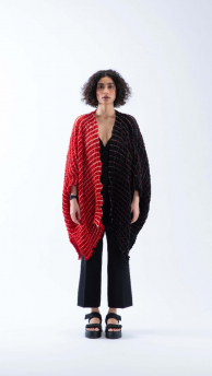 Nami Shell cape in Rust Red & Black